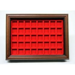 .Vitrine 40 cases rouge LOT N°M34